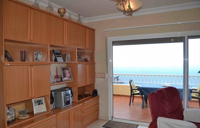 A1221. Penthouse apartment with fantastic views.