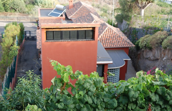 C3458. Detached house with apartment in the centre of El Sauzal.