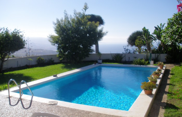 C3463. Magnificent family home with stunning views.