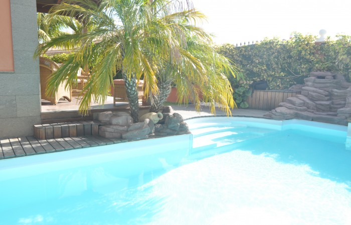 C3469. Quality house with pool in popular area.