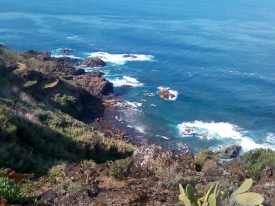 T9937. Large plot of land directly above the sea with 120m2 cave