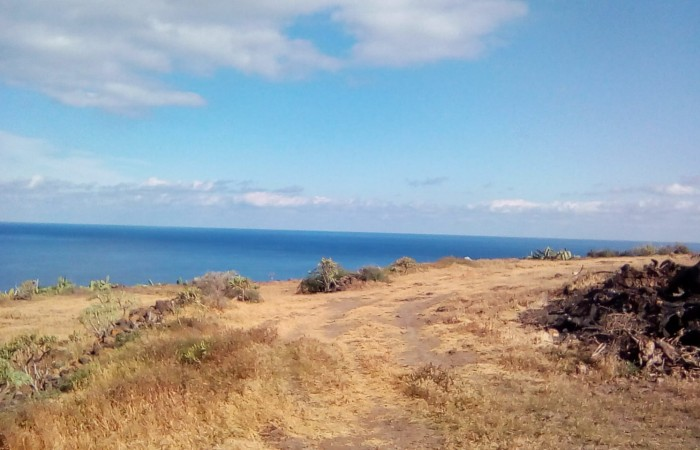 T9937. Large plot of land directly above the sea with 120m2 cave.