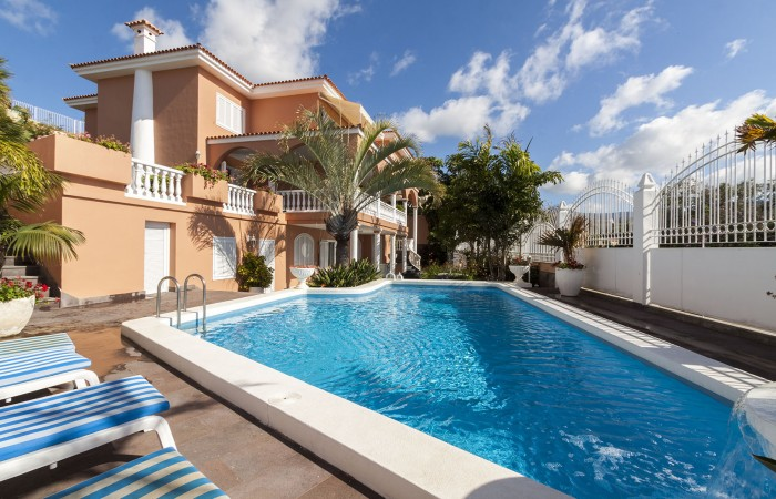 C3484. Magnificent luxury property in Vistabella, Santa Cruz.