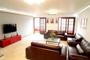 A1240. Spacious 4 bedroom apartment in the centre of Puerto de la Cruz.